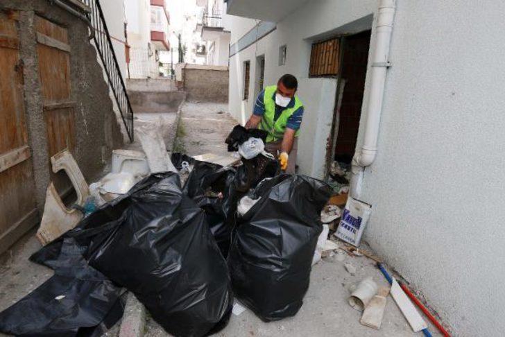 Ankara'da 2 evden 45 ton çöp çıkartıldı