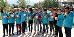Erzincan'da minik öğrencilere aşure dağıtıldı