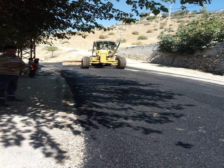 Sason'da köy yolları asfaltlanıyor