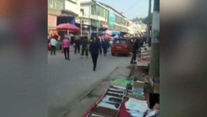 Çin'de kamyon kalabalığın arasında daldı! Ölü ve yaralılar var