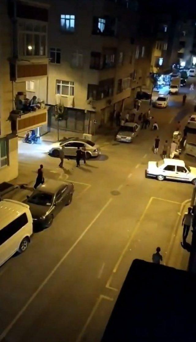 Suriyeli iki grup arasında kavga; kaçan kişiyi linçten Suriyeli dükkan sahibi kurtardı