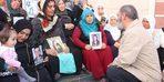 Sanatçı Dursun Ali Erzincanlı'dan HDP önünde eylem yapan ailelere destek ziyareti