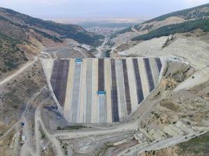 Afyonkarahisar'da bölgenin en yüksek barajının gövde dolgusu tamamlandı