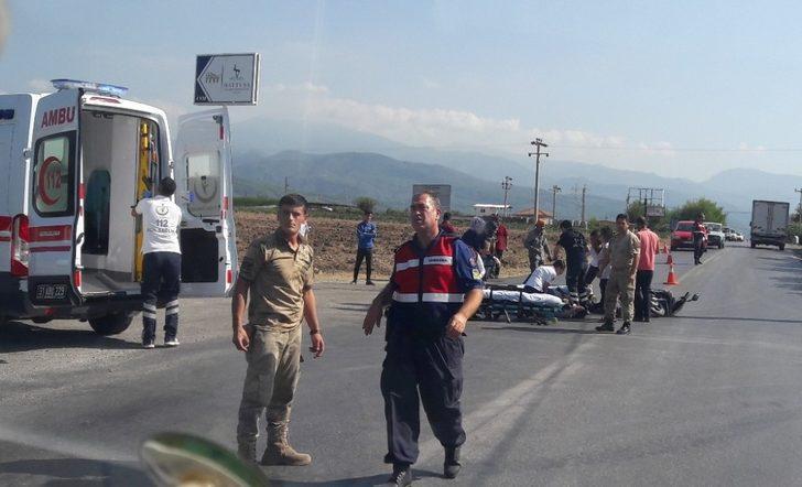 Erzin'de motosiklet kazası: 3 yaralı