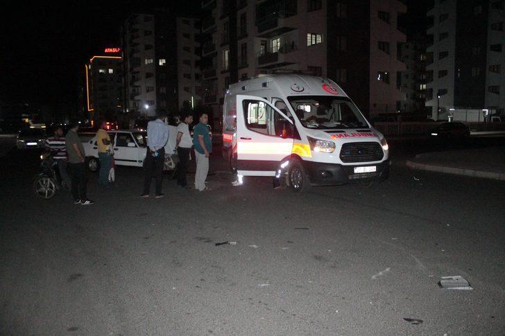 Diyarbakır'da feci kaza! Kaza yapan ambulanstaki görevliler şok geçirdi!