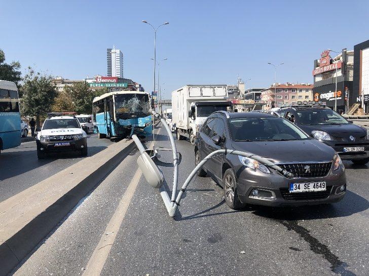 Özel halk otobüsü orta refüje çıktı: 5 yaralı