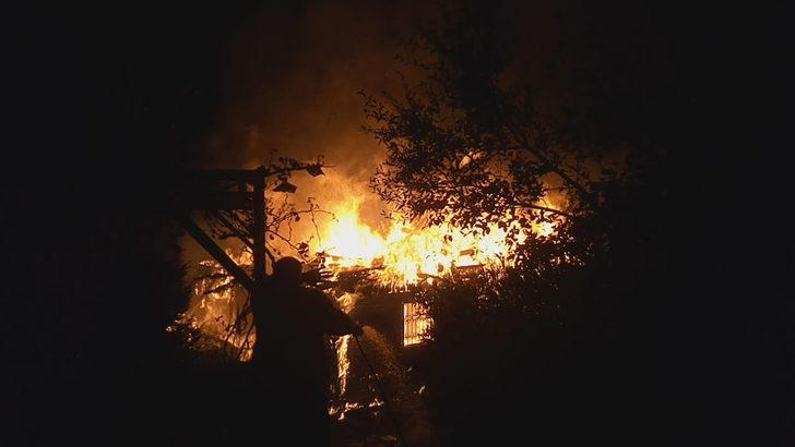 Mersin'de yangın paniği! İtfaiye ekipleri alarma geçti