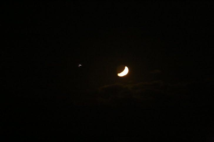 Ay-yıldız gökyüzünü süsledi
