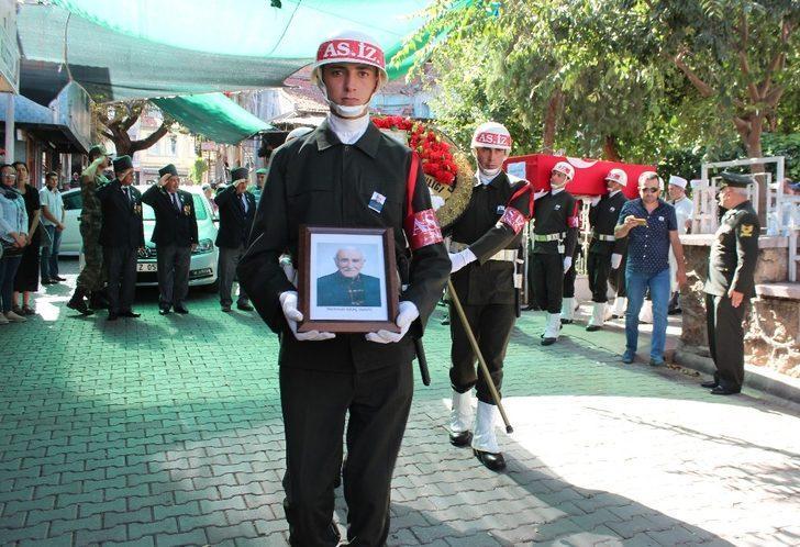 99 yaşındaki gazi, askeri törenle uğurlandı