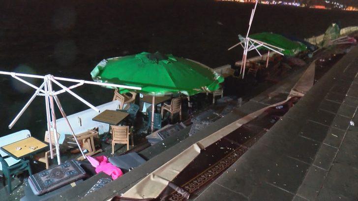 Rüzgâr üsküdar sahilde kafe ve restoranlara zarar verdi
