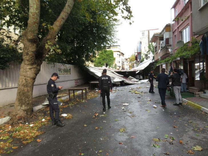 Maltepe'de okulun çatısı uçtu: 6 araç hasar gördü (1)