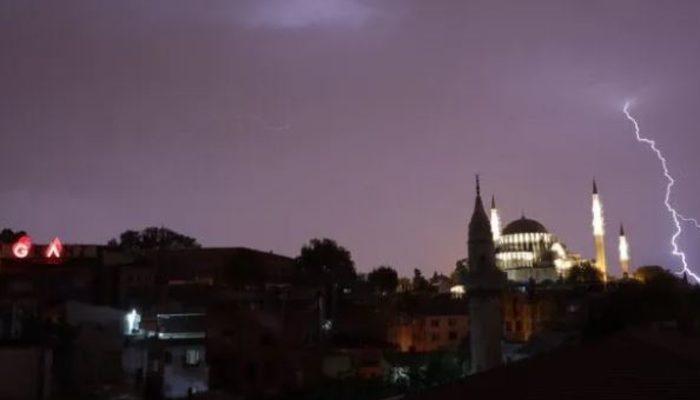 İstanbullular dikkat! İBB saat vererek uyardı: Fırtına ve yağmur geliyor
