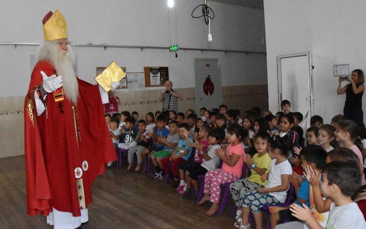 Alman Noel Baba'ya çocuk ve turist ilgisi