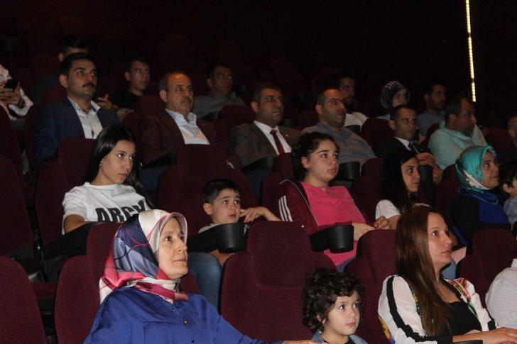 """MHP'liler """"Kuşatma"""" filmini izledi"""