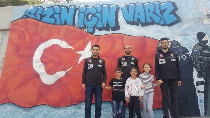 İstanbul Emniyet Müdürü Çalışkan, öğrencilerin hayallerini gerçekleştirdi