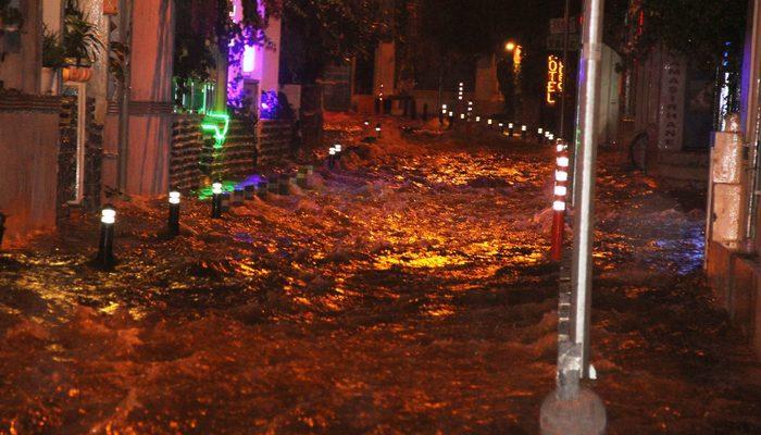 Bodrum'da caddeler göle döndü, ekipler teyakkuza geçti