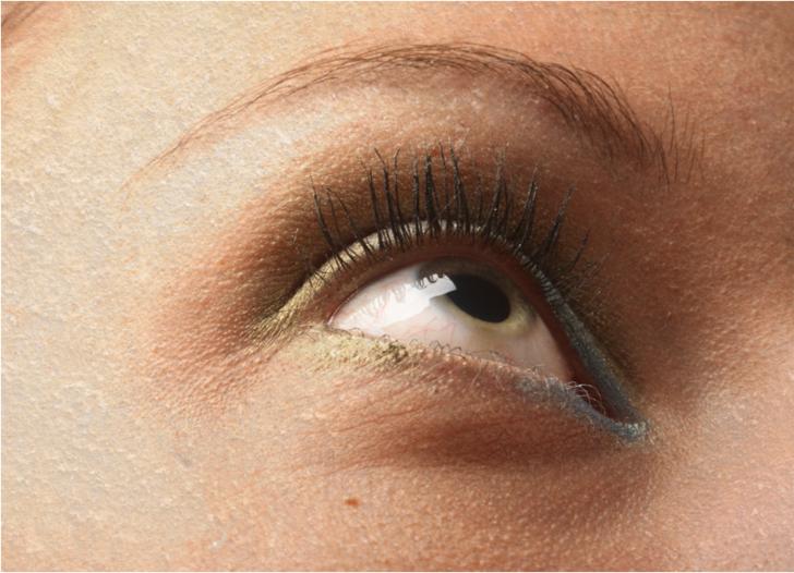 40 yaşın üstünde ve kadınsanız göz kuruluğunu daha çok önemseyin! Kör bile bırakabiliyor