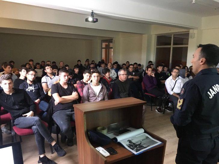 """Jandarma'dan öğrencilere """"Otostopun Zararları"""" anlatıldı"""