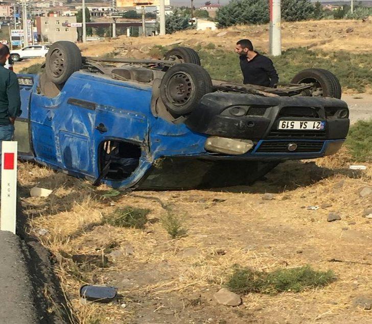 Diyarbakır'da kontrolden çıkan araç takla attı: 3 yaralı