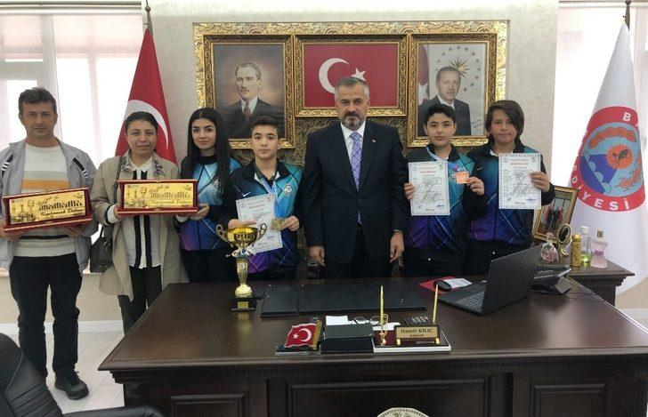 Başkan Kılıç'tan rekortmen sporculara ödül