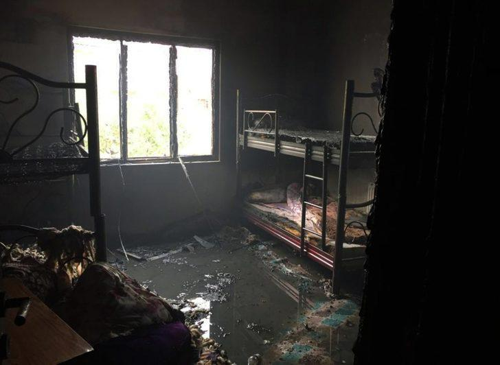 Van'da korkutan ev yangını
