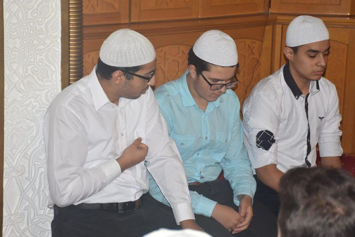 Hafız öğrenciler asker ağabeyleri için Fetih Suresi okudu