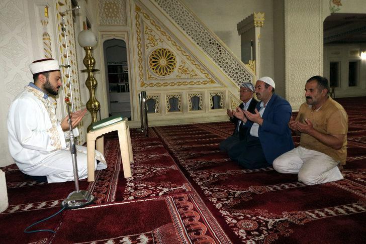 Yüksekova'daki camilerde Fetih Suresi okundu