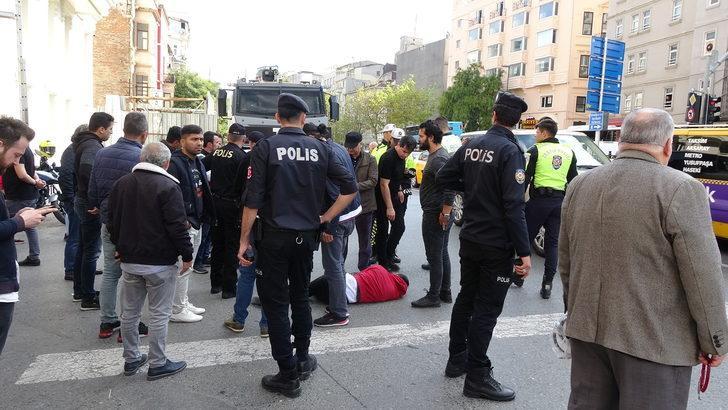 Beyoğlu'nda polise motosiklet çarptı