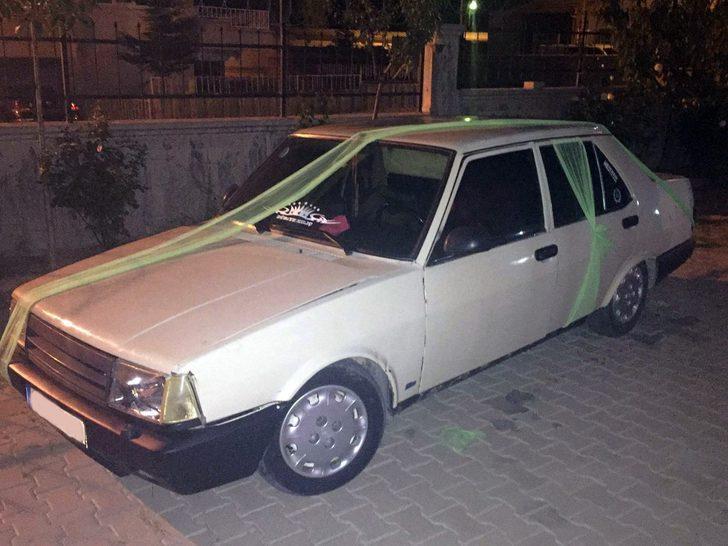 Gelin arabası gibi süslenen otomobilde uyuşturucu ele geçirildi