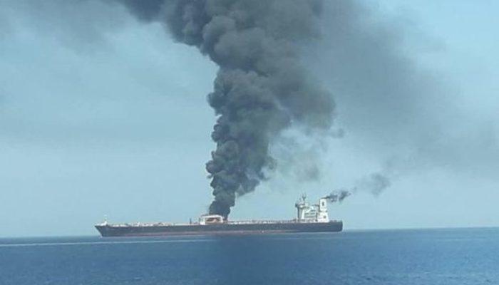 İran tankerini iki füzeyle vurdular!