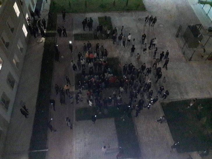 Yurtta kalan öğrencilerden Mehmetçiğe destek