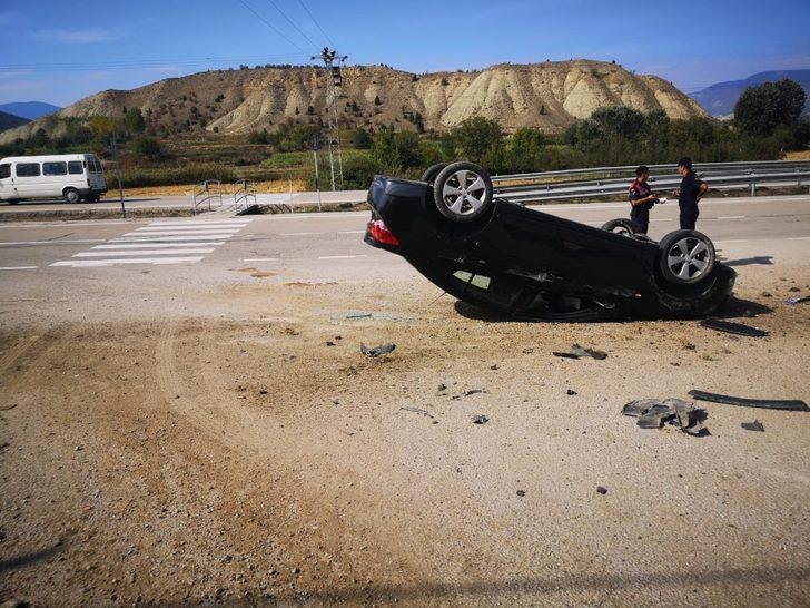 Boyabat'ta otomobil takla attı: 1 yaralı