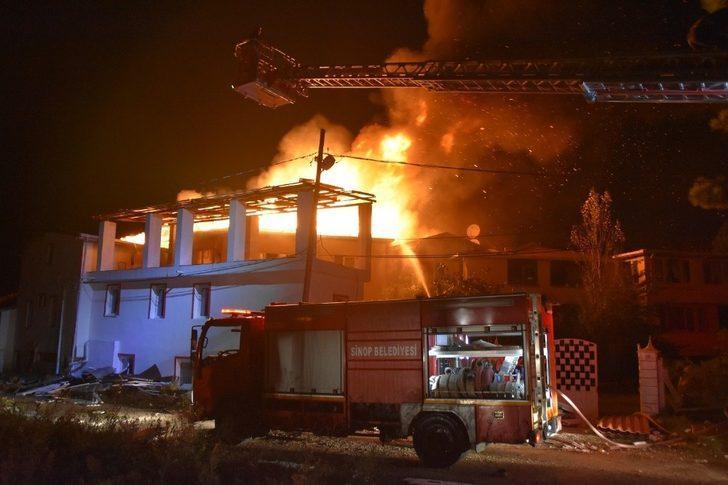 Sinop'ta 4 villa alevlere teslim oldu
