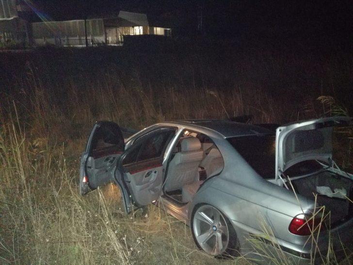 Korkunç kaza! Otomobil, otobüs durağına daldı: 3 ölü