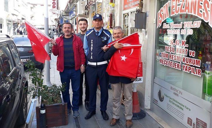 Barış Pınarı'na destek amacıyla Bayburt, Türk bayraklarıyla donatıldı