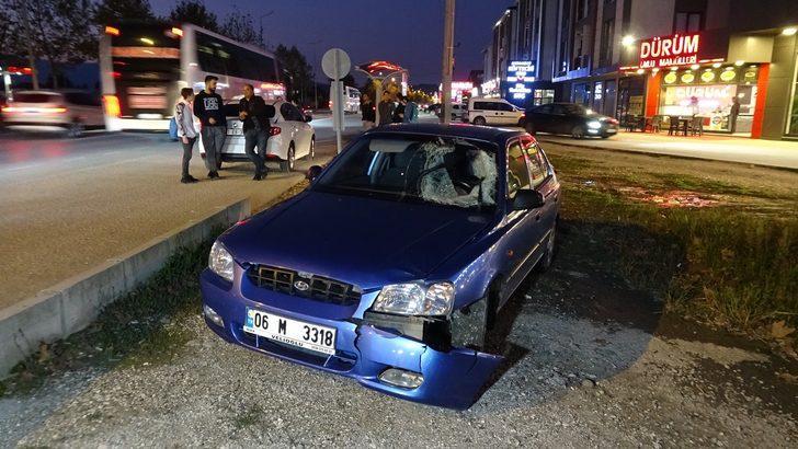 Köpeklerden kaçarken otomobil çarpan genç yaralandı