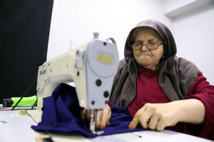 Metresini 2 liradan aldıkları kumaştan elbise yapıp, 150 liraya satıyorlar