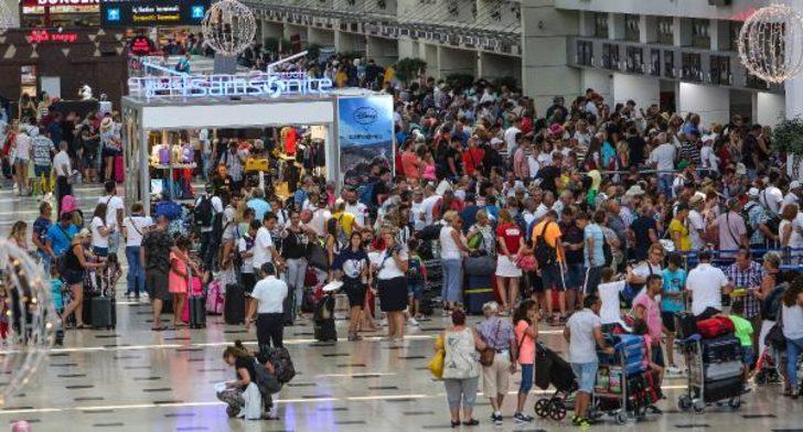 Antalya'ya turist akını! Sayı 13 milyon 653 bini geçti