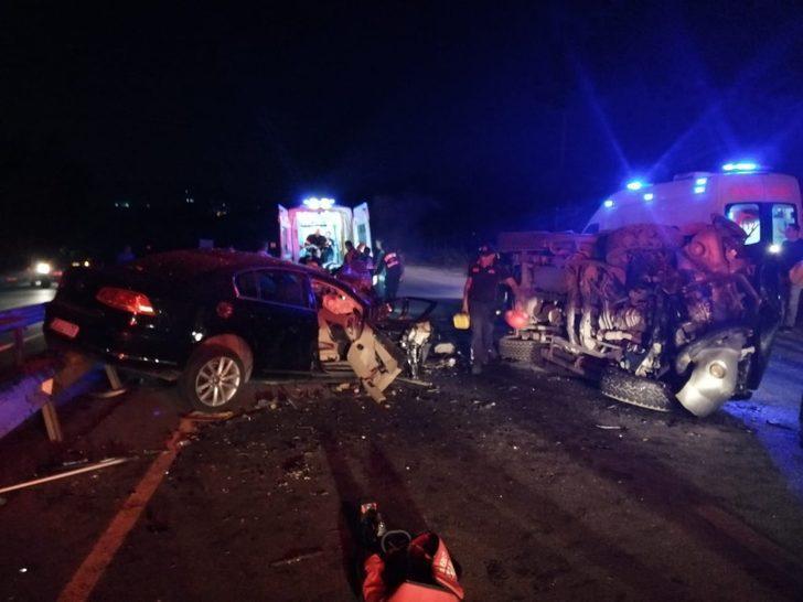 Ters yöne giren kamyonetin nedenden olduğu kazada yaralıların tedavisi sürüyor