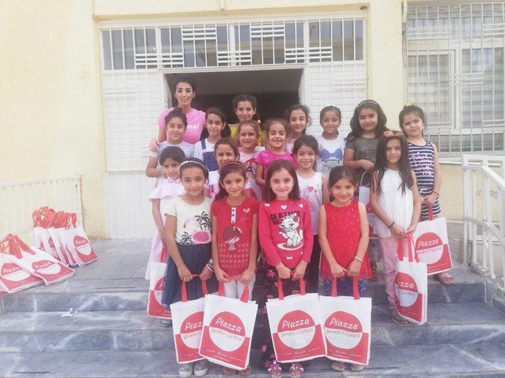 Şanlıurfa Piazza Dünya Kız Çocukları Günü'nü unutmadı