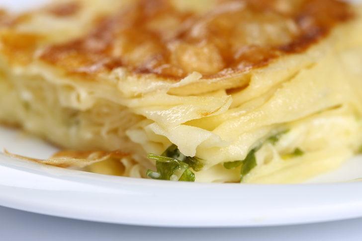 Tava böreği tarifi: Parmak ısırtan tava böreği yapılışı