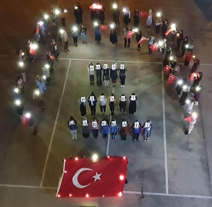 KYK öğrencilerinden Barış Pınarı Harekatı'na bayraklı destek