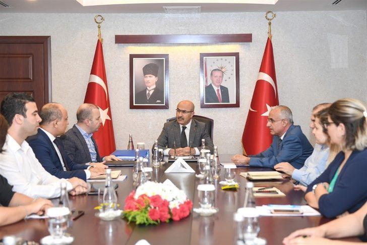 """Vali Demirtaş: """"Adana'nın geleceğine önemli bir yatırım yaptık"""""""