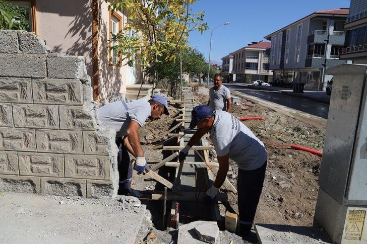 Erzincan'da yol genişletme çalışmaları devam ediyor