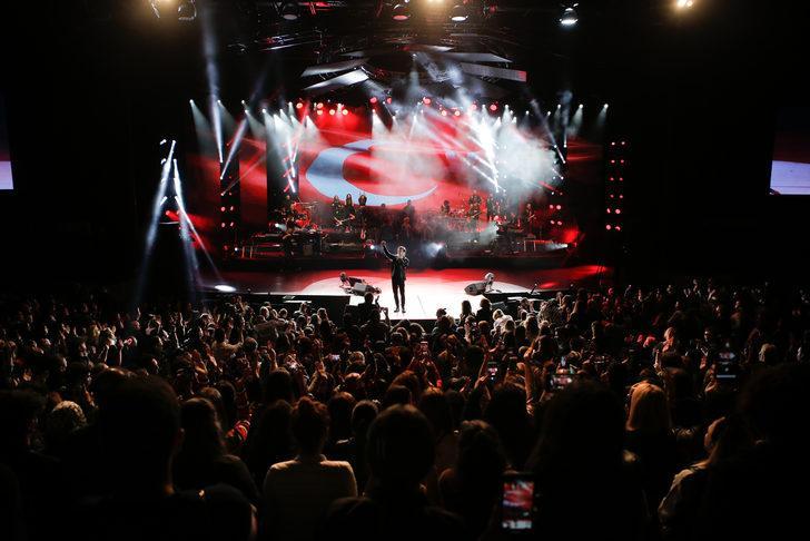 Kenan Doğulu'dan Mehmetçik Vakfı'na destek! Bizimdir şarkısını ilk defa seslendirdi!