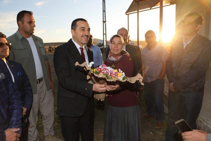 Vali Türker Öksüz'den, kadın çiftçi Songül Yakın'ı ziyaret etti