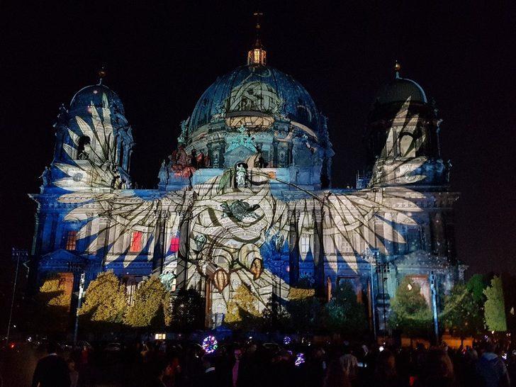 Berlin Işık Festivali renkli görüntülere sahne oldu