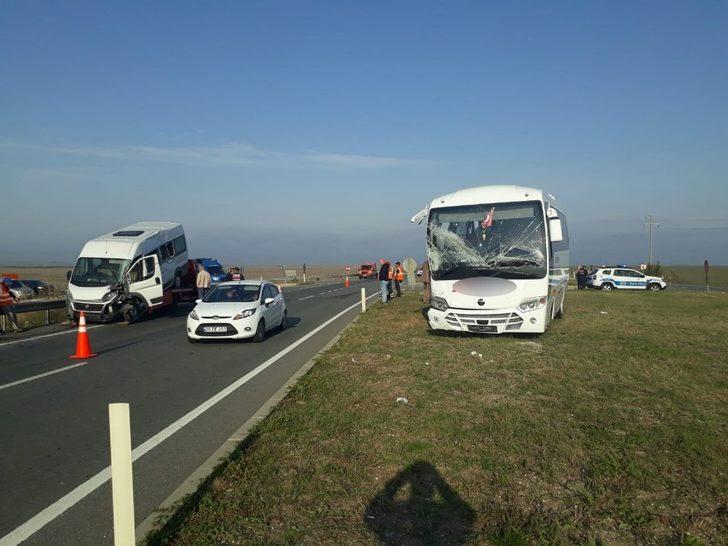 Kırklareli'de servis araçları çarpıştı: 17 yaralı