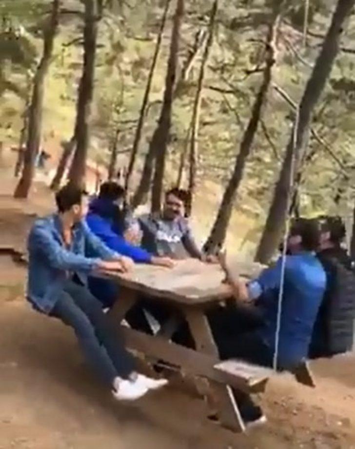 Piknik masasını salıncak yaptılar