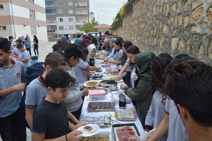 Besni'de öğrencilerden Barış Pınarı Harekatına destek kermesi
